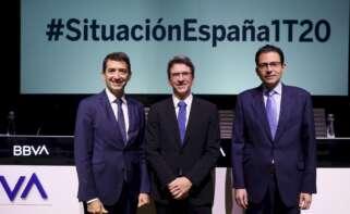 Jorge Sicilia, Rafael Doménech y Miguel Cardoso, de BBVA Research, durante la presentación del informe