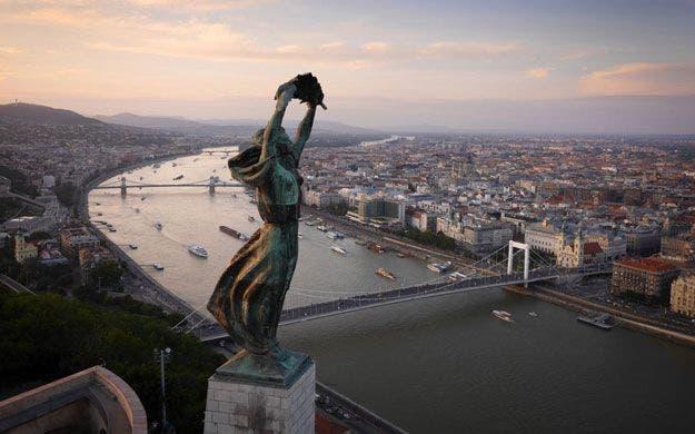 http://www.economiadigital.es/uploads/s1/38/59/54/budapest-85954.jpg?t=1483110431