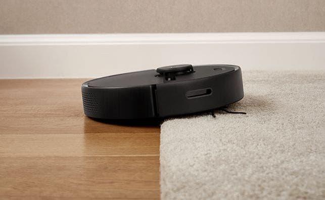 Puede superar desniveles de hasta 2 centímetros, como cambios de suelo o alfombras gruesas.