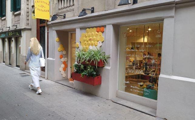 Exterior de la tienda Cristina Castañer de la calle Rosselló de Barcelona. Cierra este sábado. /ED