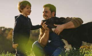 La familia Ruiz lleva más de 80 años al frente de la granja Can Ribas (Girona). Fotografía: Danone.