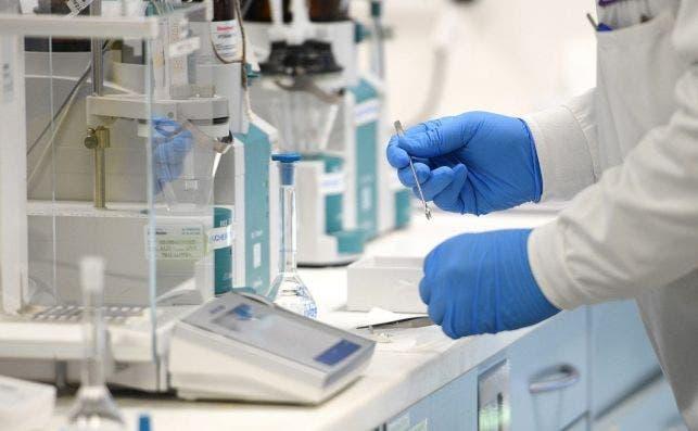 La segunda vacuna de Sanofi será probada en humanos tras su éxito en animales./ EFE