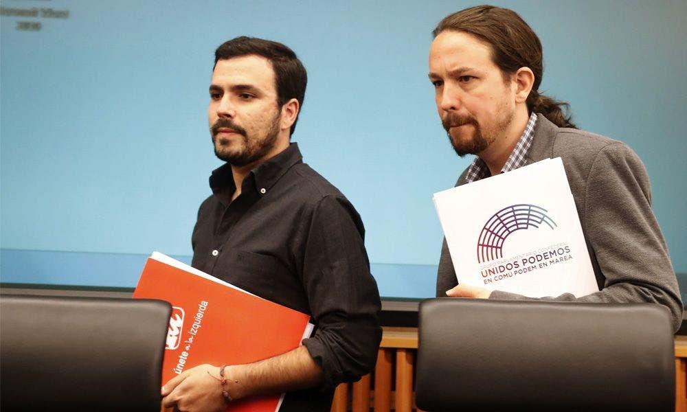 Alberto Garzón y Pablo Iglesias, en un acto en el Congreso. EFE/Javier Lizón