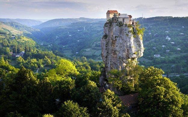 http://www.economiadigital.es/uploads/s1/38/59/40/iremeti-georgia-85940.jpg?t=1483110431