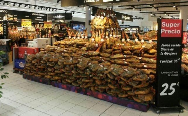 Los jamones Sierra Alpujarra, denunciados por contener gusanos, en Carrefour.