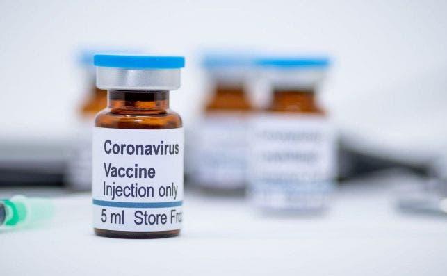 Pfizer espera disponer de datos suficientes sobre la seguridad de su vacuna a finales de noviembre para solicitar a la FDA que autorice su uso de emergencia./ EFE