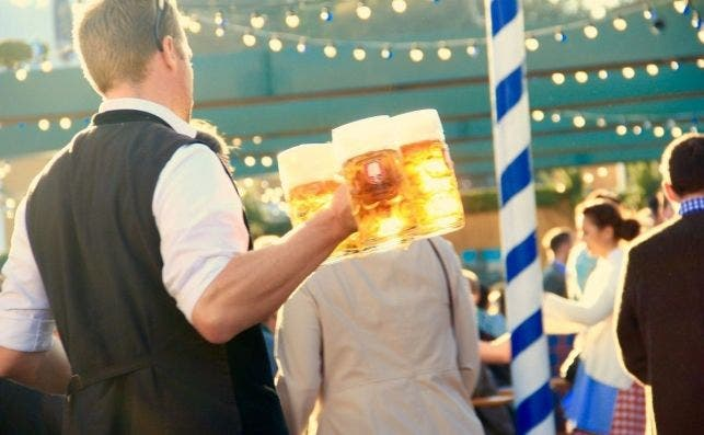 oktoberfest munich waiter beer measure 688932