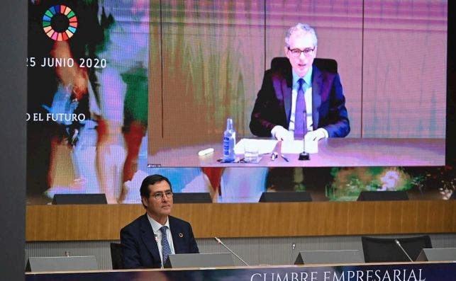 Pablo Isla, presidente de Inditex, en la sesión inaugural de la cumbre de CEOE. EFE