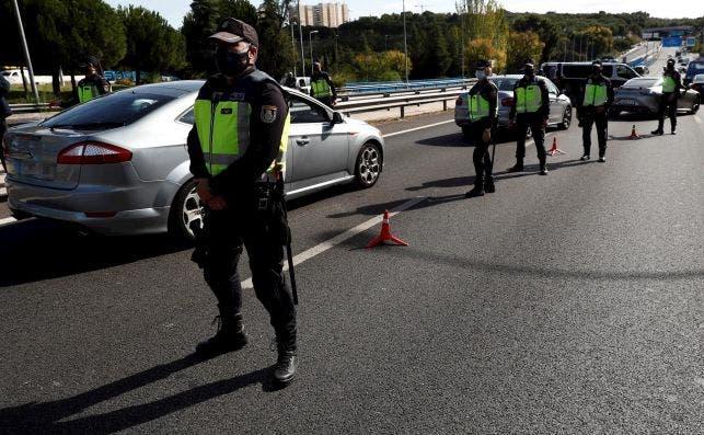Punto de control de policía./ EFE