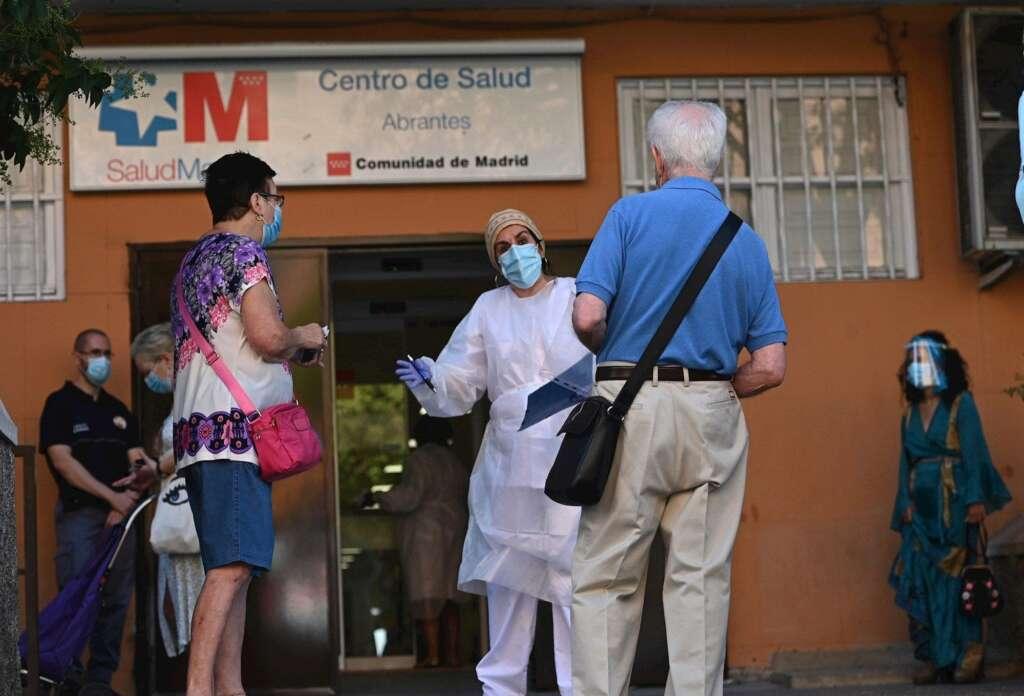 La Comunidad de Madrid realiza test PCR aleatorios en Carabanchel para detectar personas asintomáticas con coronavirus. EFE