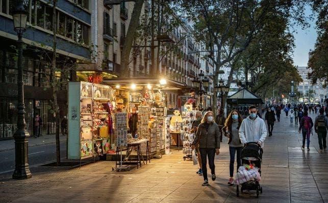 La Rambla de Barcelona el 2 de noviembre de 2011, día en que la Generalitat de Cataluña dijo que descartaba por ahora el confinamiento | EFE/EF