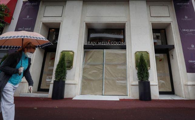 Entrada del hotel Gran Meliá Colón en Sevilla. Foto: EFE/José Manuel Vidal