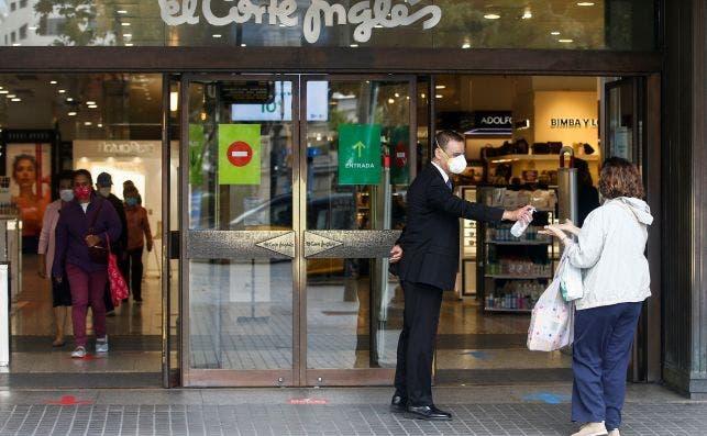 El Corte Inglés negocia con los sindicatos la aplicación del ERTE en todas las comunidades que se vean afectadas por las restricciones, como Asturias./ EFE
