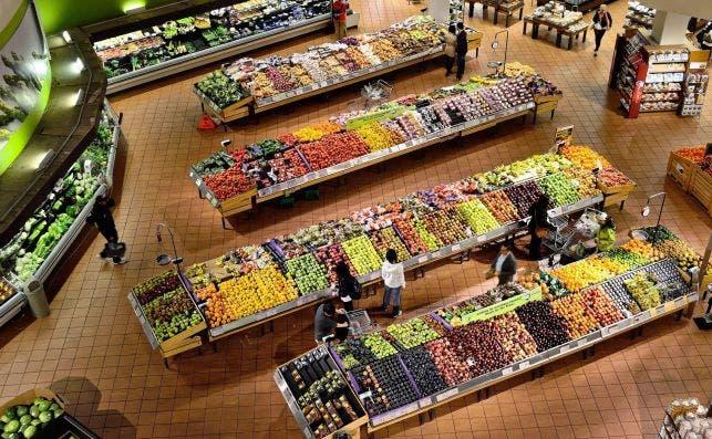 Imagen aérea de un supermercado, como los que podrían estar abiertos durante el Puente de la Almudena / Pixabay