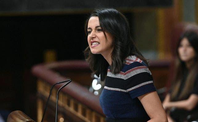 Arrimadas ofrece a Sánchez su apoyo para declarar el estado de alarma en España.EFE