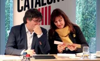 Carles Puigdemont y la candidata de JxCat, Laura Borràs, durante una reunión en 2019 | EFE/Archivo