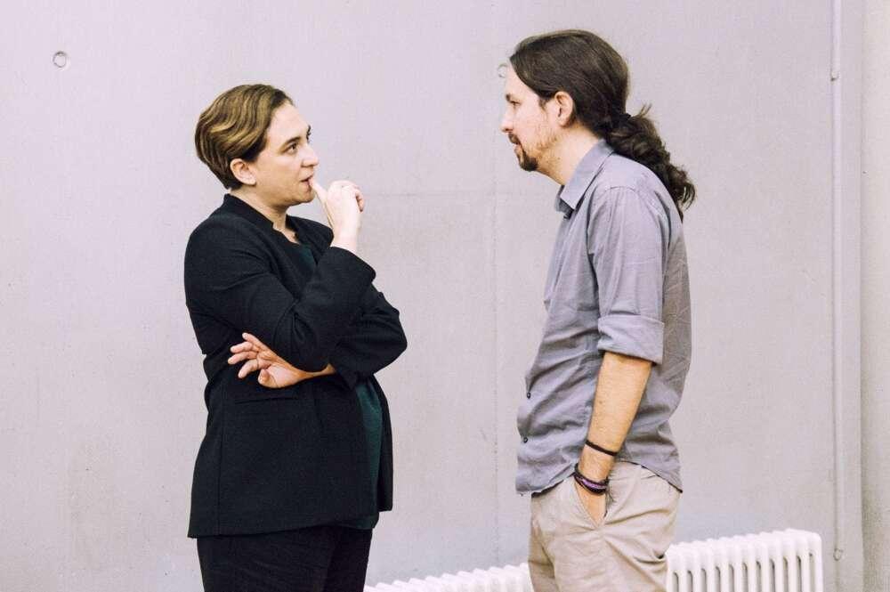 Foto de archivo de la alcaldesa de Barcelona y líder de los comunes, Ada Colau, junto al vicepresidente del Gobierno y líder de Podemos, Pablo Iglesias / EFE