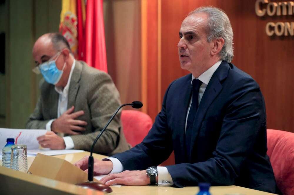 El consejero de Sanidad, Enrique Ruiz Escudero, informa sobre la situación epidemiológica por Covid-19 en Madrid, este viernes./ EFE