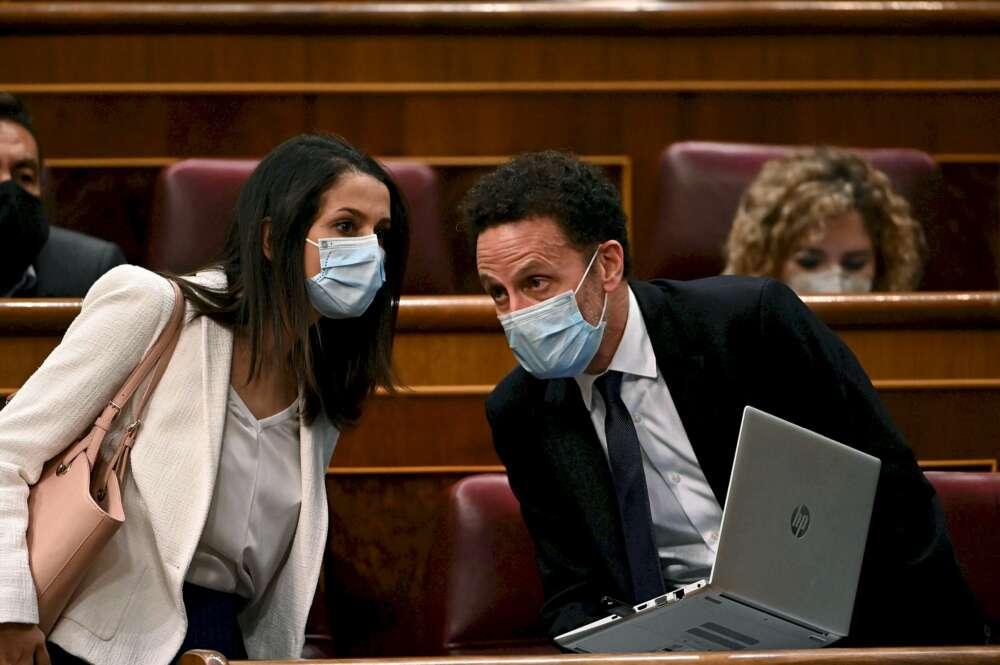 La líder de Cs, Inés Arrimadas, y el portavoz adjunto, Edmundo Bal, durante un pleno del Congreso, el 29 de septiembre de 2020 | EFE/FV/Archivo