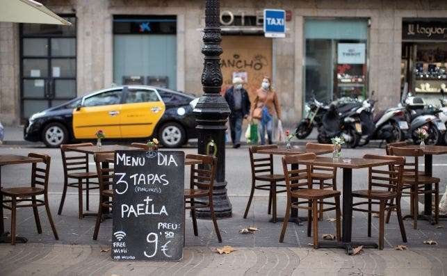 Aspecto de una terraza vacía en el centro de Barcelona. EFE/Marta Pérez./Archivo