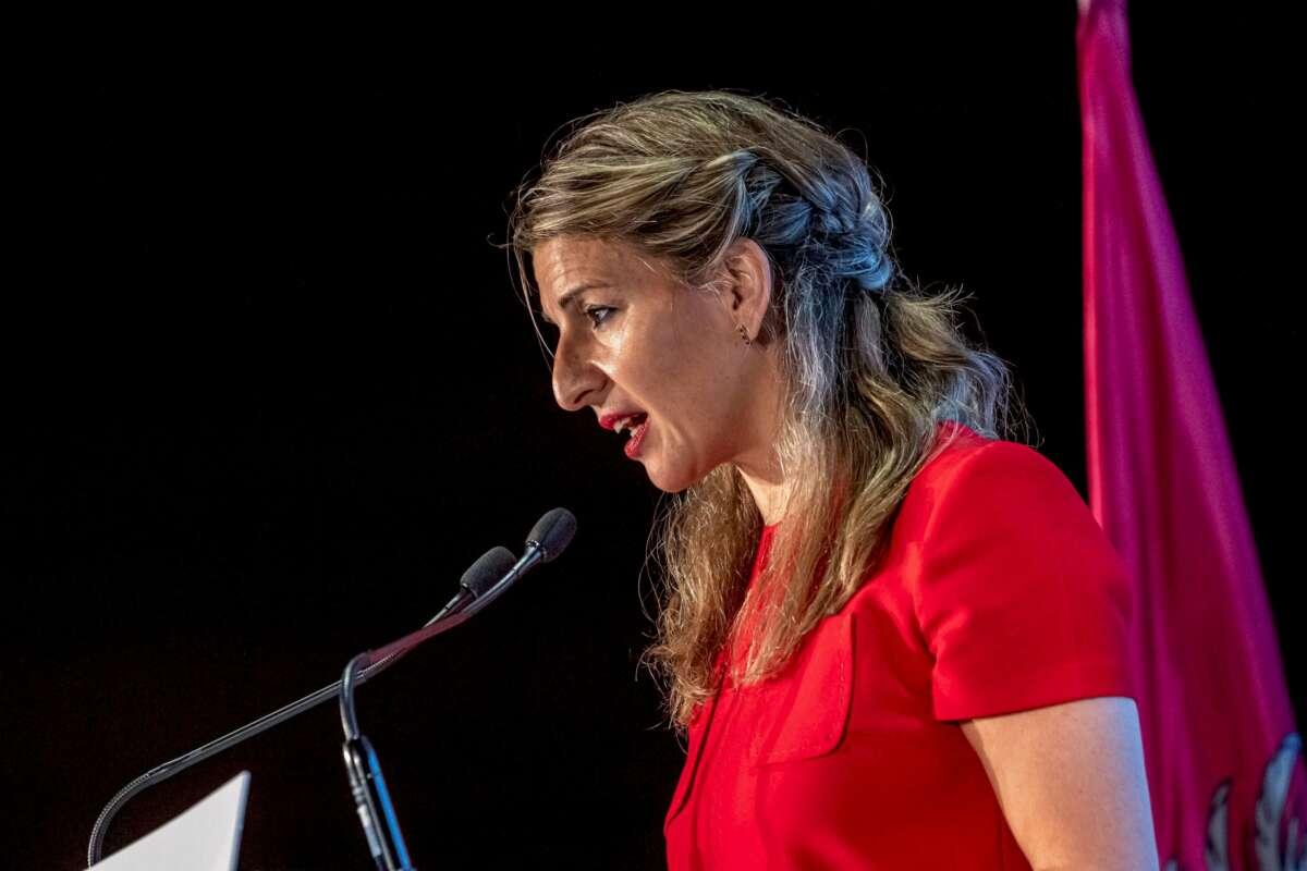 Yolanda Díaz (Unidas Podemos) presiona a sus compañeros del PSOE para impulsar la semana laboral de cuatro días. En la imagen, la ministra de Trabajo durante una reunión en Toledo, el 4 de diciembre de 2020 | EFE/IH/Archivo