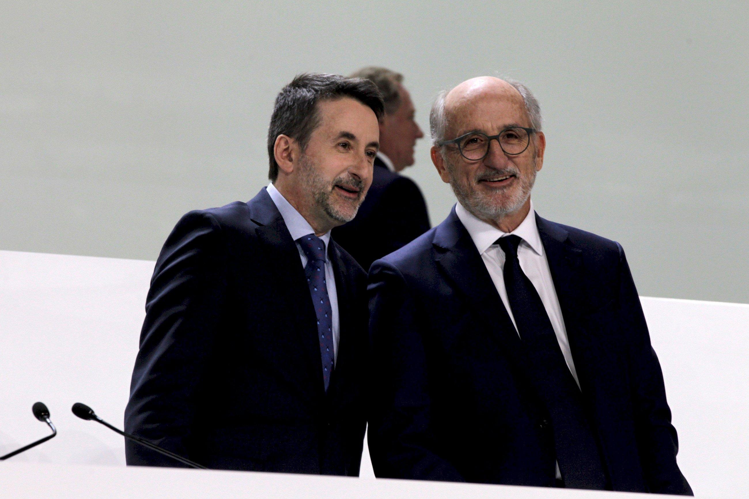 Josu Jon Imaz y Antoni Brufau, consejero delegado y presidente de Repsol. EFE