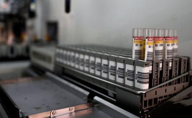 La farmacéutica Moderna anuncia que su vacuna costará entre 21 y 31 euros por cada dosis a los gobiernos