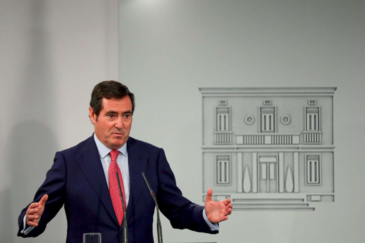 El presidente de la Confederación Española de Organizaciones Empresariales (CEOE), Antonio Garamendi, tras reunirse con Pedro Sánchez en La Moncloa / EFE