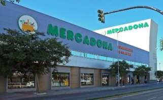 Clientes circulan por uno de los establecimientos de Mercadona que cuenta con el café americano de Hacendado