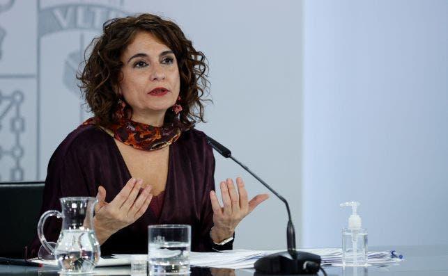 La portavoz del Gobierno y ministra de Hacienda, María Jesús Montero durante la rueda de prensa tras el Consejo de Ministros celebrado en el Palacio de la Moncloa este miércoles. EFE/ Chema Moya
