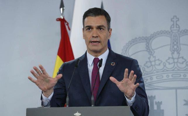 El presidente del Gobierno, Pedro Sánchez, en rueda de prensa ofrecida esta tarde en el Palacio de La Moncloa tras participar en la cumbre telemática del G20. EFE/Zipi
