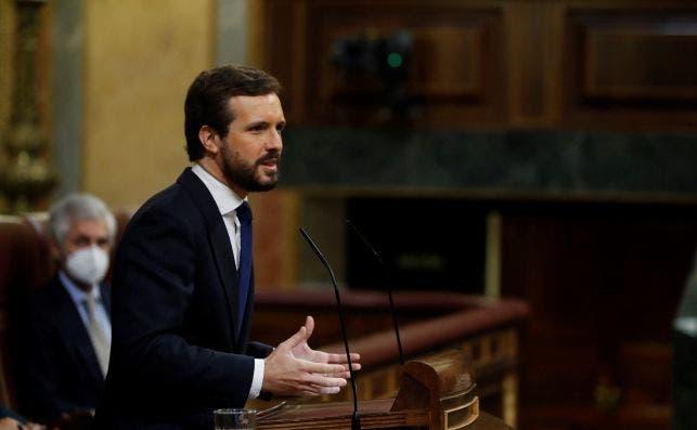 El líder del PP, Pablo Casado, durante su intervención en el pleno del Congreso que este jueves debate y vota la prórroga del estado de alarma durante seis meses.