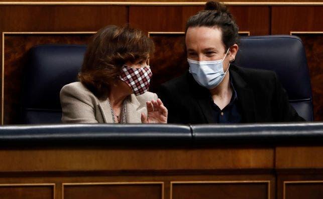 La vicepresidenta primera del Gobierno, Carmen Calvo, y el vicepresidente segundo, Pablo Iglesias, durante el pleno del Congreso en el que se aprobaron los presupuestos de 2021, el 3 de diciembre de 2020 | EFE/Mariscal