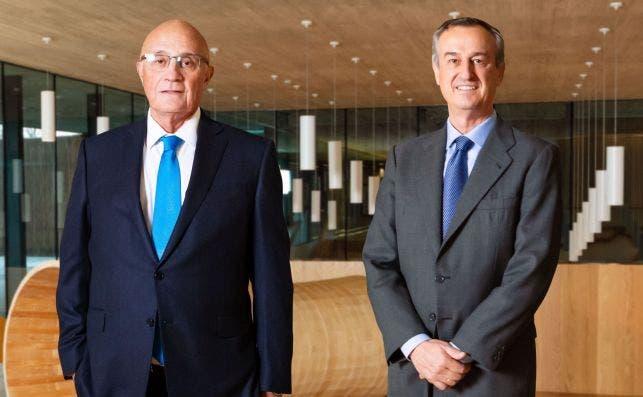 Josep Oliu y César González-Bueno, presidente y consejero delegado de Banc Sabadell