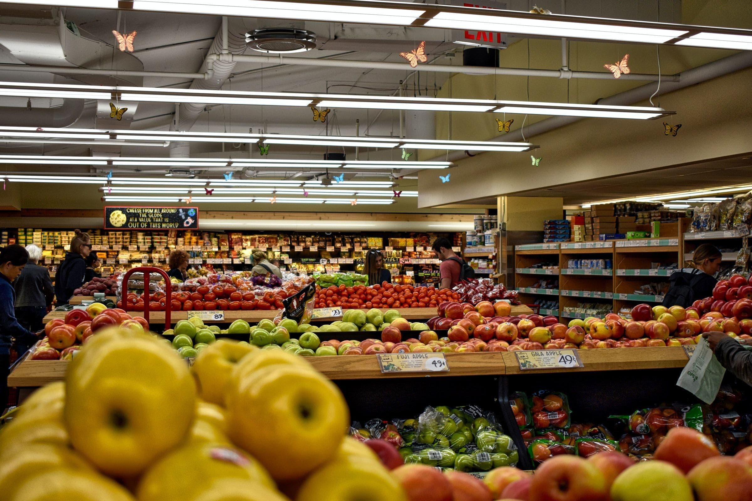 Los supermercados abortan la guerra de precios por la subida de la luz.