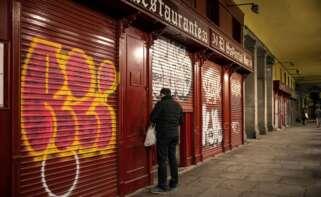 Bares y restaurantes de la madrileña Plaza Mayor de Madrid, afectados por las restricciones sanitarias. EFE / Rodrigo Jiménez