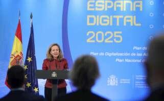 La vicepresidenta económica del Gobierno español, Nadia Calviño, da un discurso durante el acto de presentación de los Planes de Digitalización de Pymes, Competencias Digitales y Digitalización de la Administración Pública, este miércoles, en el Palacio de la Moncloa. EFE/David Fernández