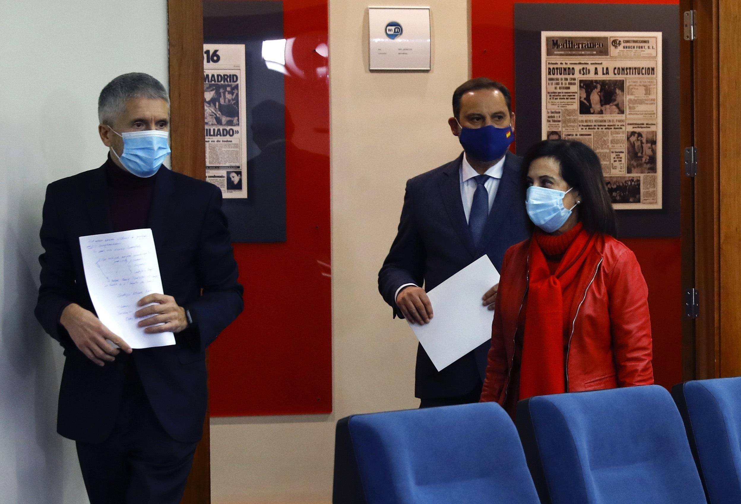 Los ministros Marlaska, Ábalos y Robles en rueda de prensa. EFE/Ballesteros POOL
