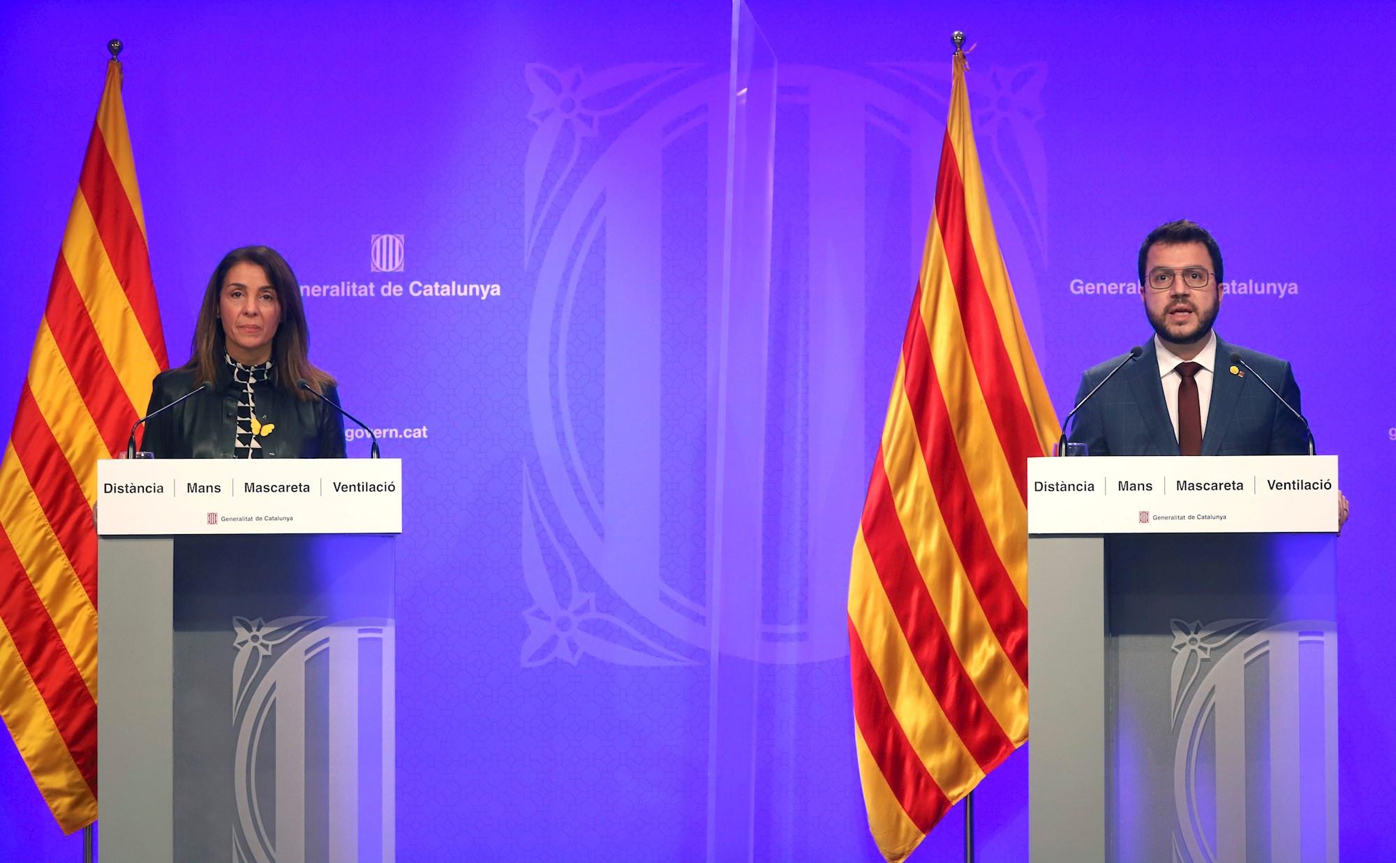 La portavoz y consejera de Presidencia del Govern, Meritxell Budó (JxCat), y el vicepresidente en funciones de presidente, Pere Aragonès (ERC), al anunciar el retraso electoral, el 15 de enero de 2021 en Barcelona | EFE/Generalitat/RM