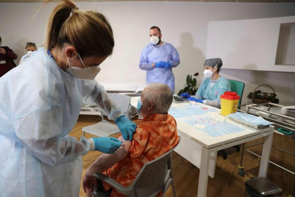 Más de 9.700 inoculados en Asturias en la primera semana de vacunación