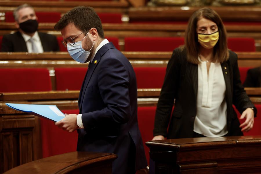 Pere Aragonès (ERC) y Meritxell Budó (JxCat) mantienen diferencias respecto al retraso de las elecciones catalanas