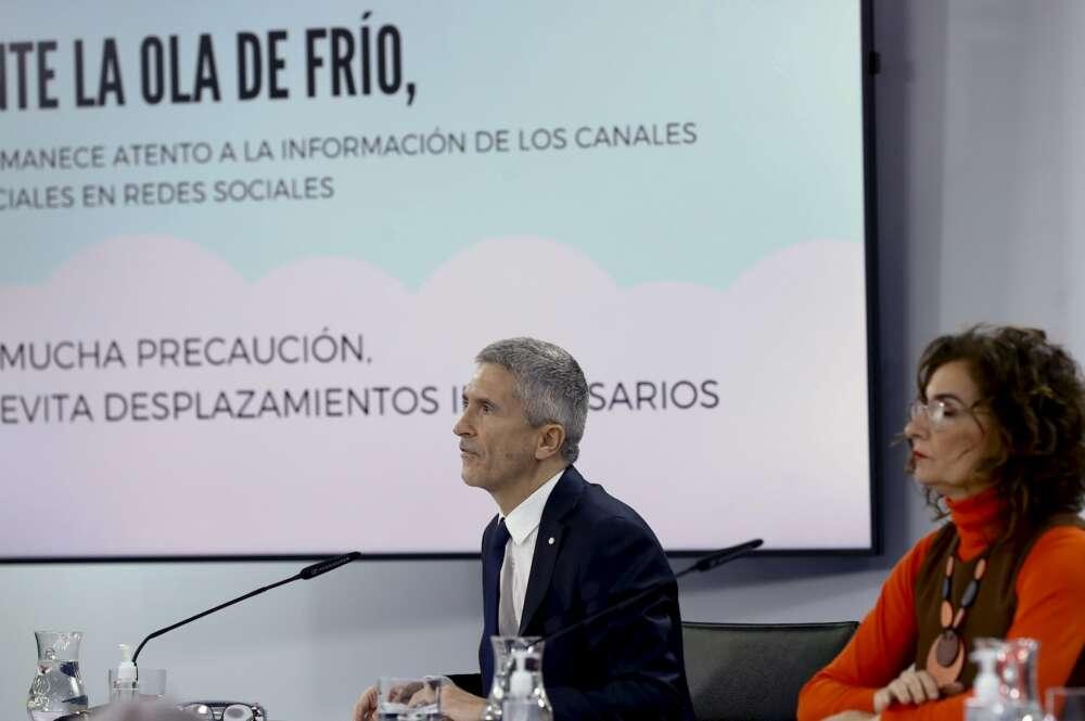 Los ministros del Interior, Fernando Grande-Marlaska y de Hacienda, María Jesús Montero, en rueda de prensa en Moncloa. EFE