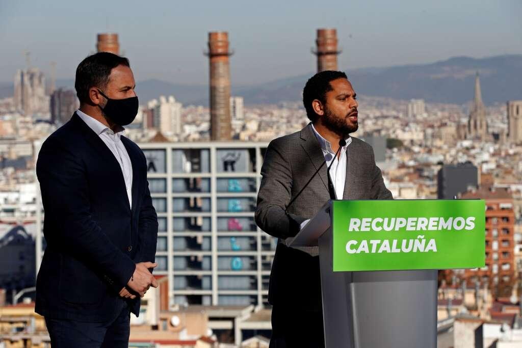 El líder de Vox, Santiago Abascal, y el candidato del partido a la Generalitat, Ignacio Garriga, durante un acto en Barcelona el 22 de diciembre de 2020 | EFE/TA/Archivo