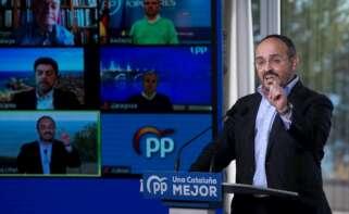 El candidato del PPC a la Generalitat, Alejandro Fernández, interviene este domingo en un acto en Badalona de cara a las elecciones catalanas del próximo 14 de febrero. EFE/Quique Garcia
