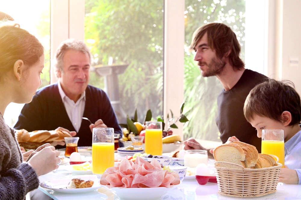 Familia a la mesa