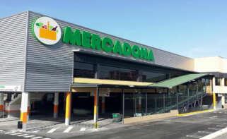 Imagen exterior de un establecimiento de Mercadona que comercializa la pizza de marca blanca mejor valorada por los consumidores