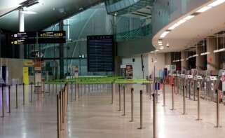 Este bucle de oleadas de coronavirus en el que España se ha sumergido hace difícil prever la recuperación del sector aéreo de cara a la Semana Santa./ EFE