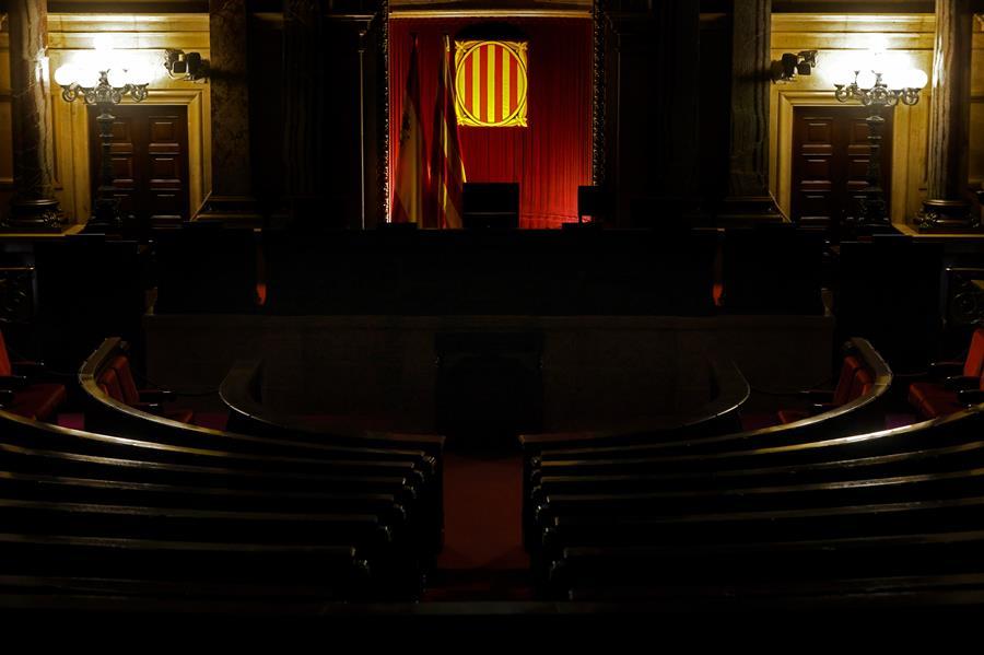 El Parlament de Cataluña está disuelto desde el decreto de convocatoria de elecciones y así permanecerá hasta después de la votación