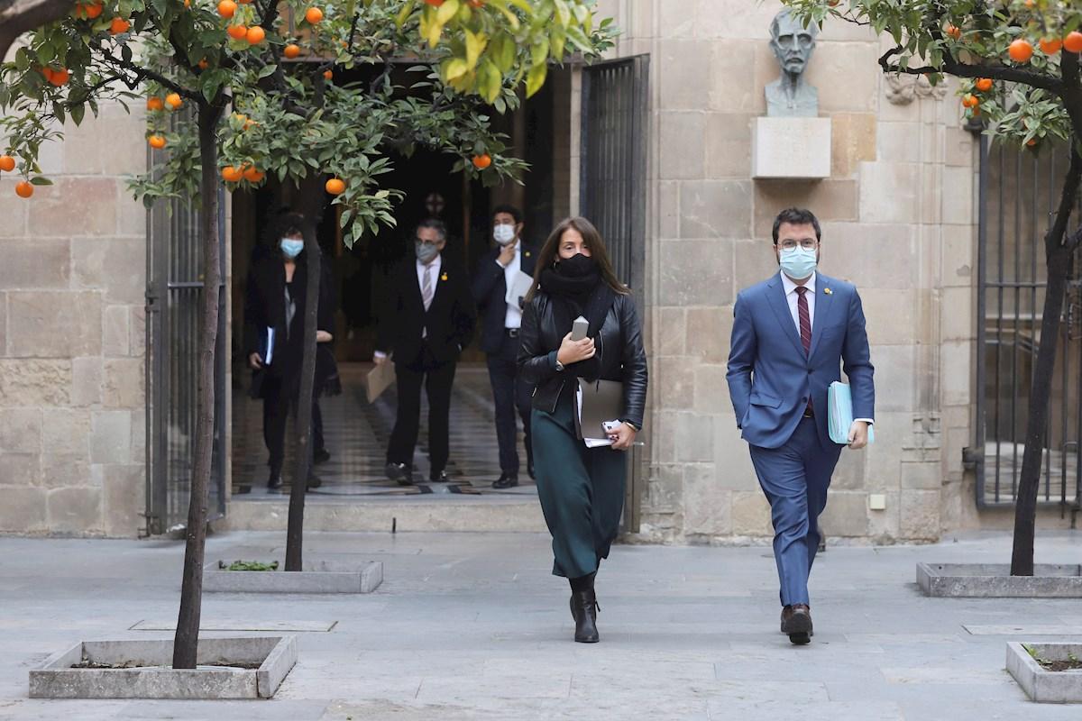 El vicepresidente de la Generalitat, Pere Aragonès, y la consejera de Presidencia, Meritxell Budó, a su llegada a la reunión semanal del Govern, el 19 de enero de 2021 | EFE/Generalitat/RM