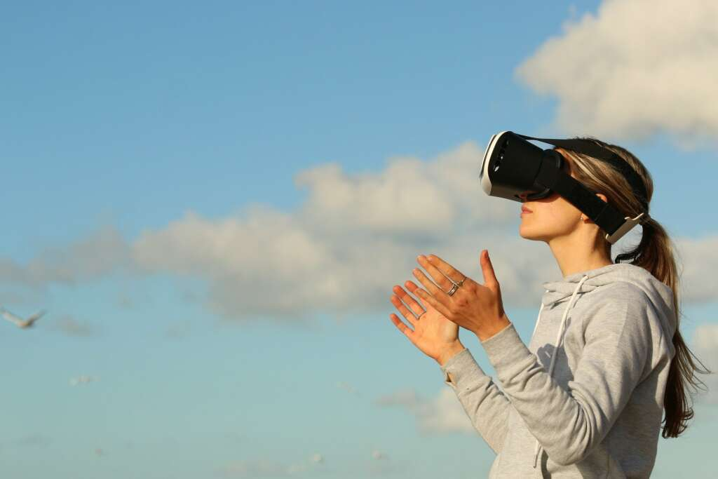 Unas gafas de realidad virtual parecido al casco del futuro de Apple